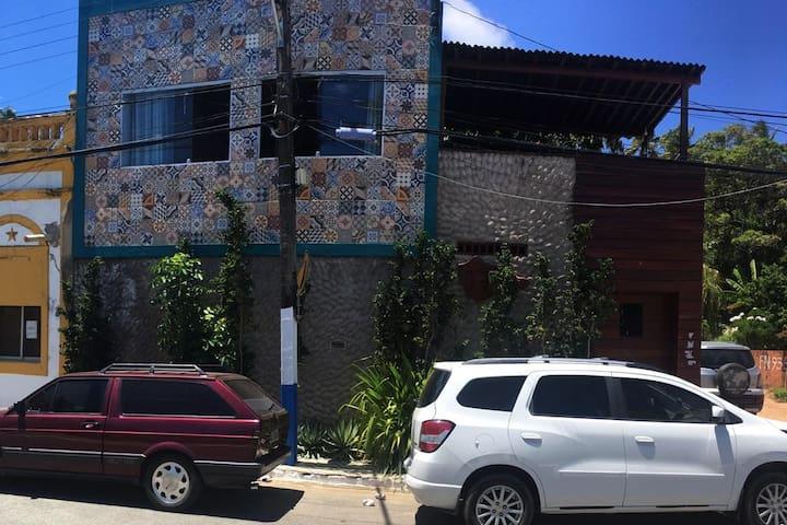 CASA ACONCHEGANTE E FAMILIAR EM PORTO DE PEDRAS