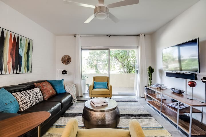 Welcome to your newly remodeled home away from home, walkable (or a short bike ride) to many of the best restaurants, bars, and amenities that Old Town Scottsdale offers.  Pictured is our living room, which includes Netflix & a leather pullout couch.