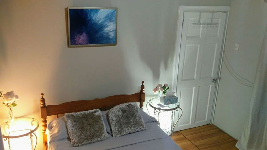 Cheerful 2 bedroom guest house
