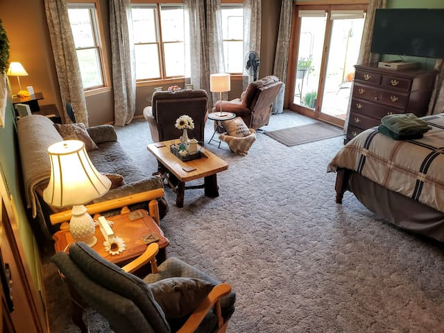 ♥Centrally Located♥Spacious♥Country Setting♥Room#2