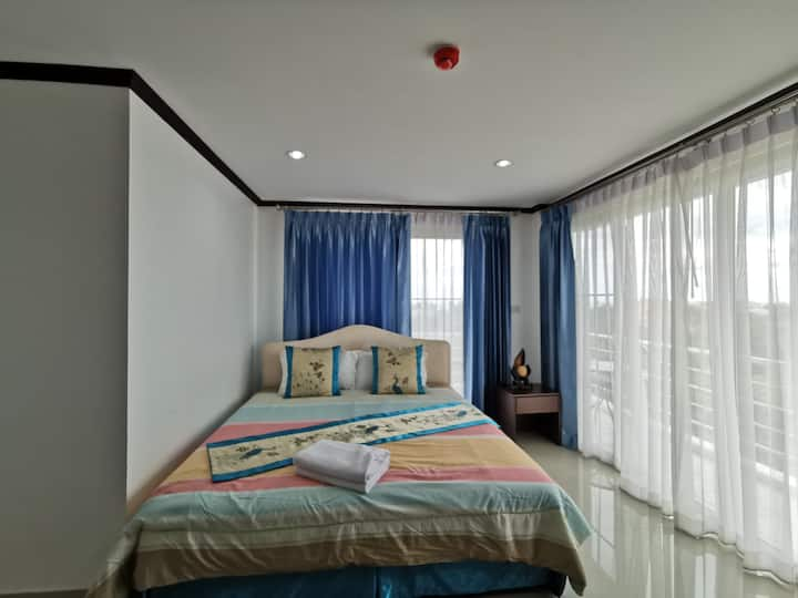 Comfy Deluxe Double Room at Baan Pattamaporn Hotel