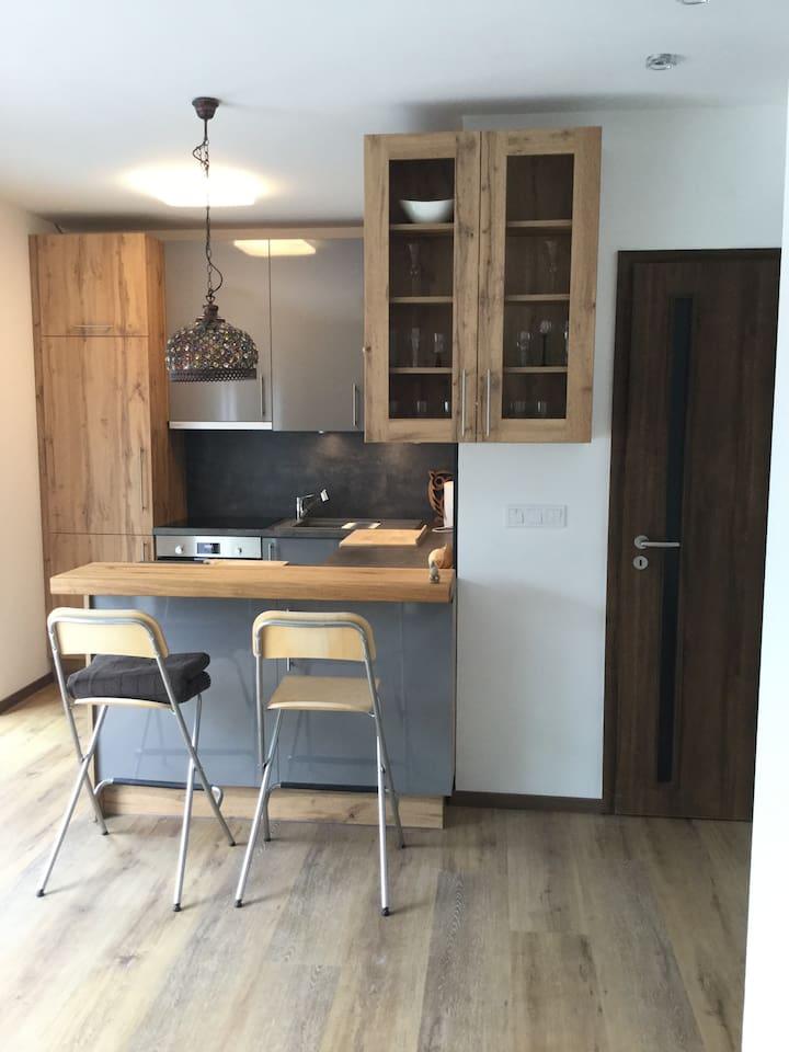 Modern, teljesen felszerelt konyha