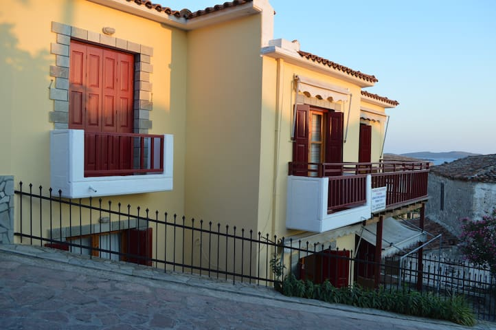 Evangelia Apartment (top or ground floor) - Lesvos - 精品飯店