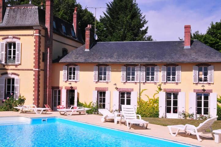 Les Pimolles,Magnifique propriété,piscine