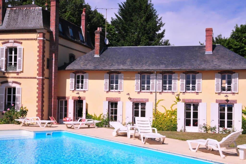 Les pimolles magnifique propri t piscine villas louer for Bourgogne gite avec piscine