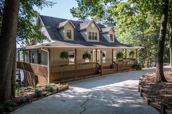 All That Jazz! Lake house with private pool - Lexington - Hus
