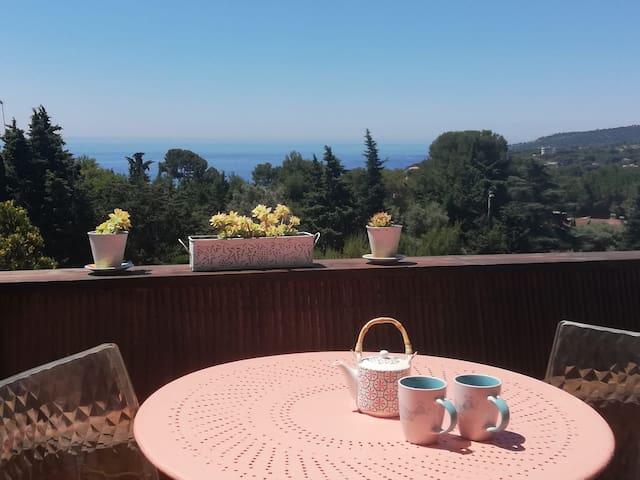 Un loft de charme avec terrasse vue mer, piscine !