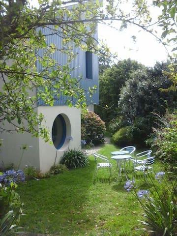 Le Duplex Bleu avec son petit jardin
