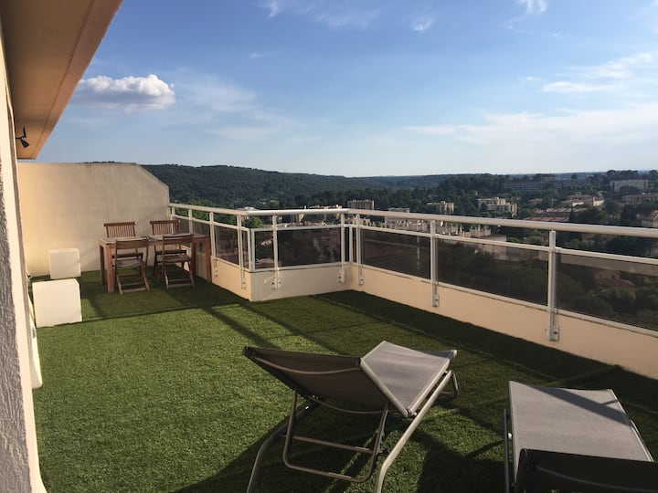 Roof top flat 100M2 with 270° panoramic vue on Aix