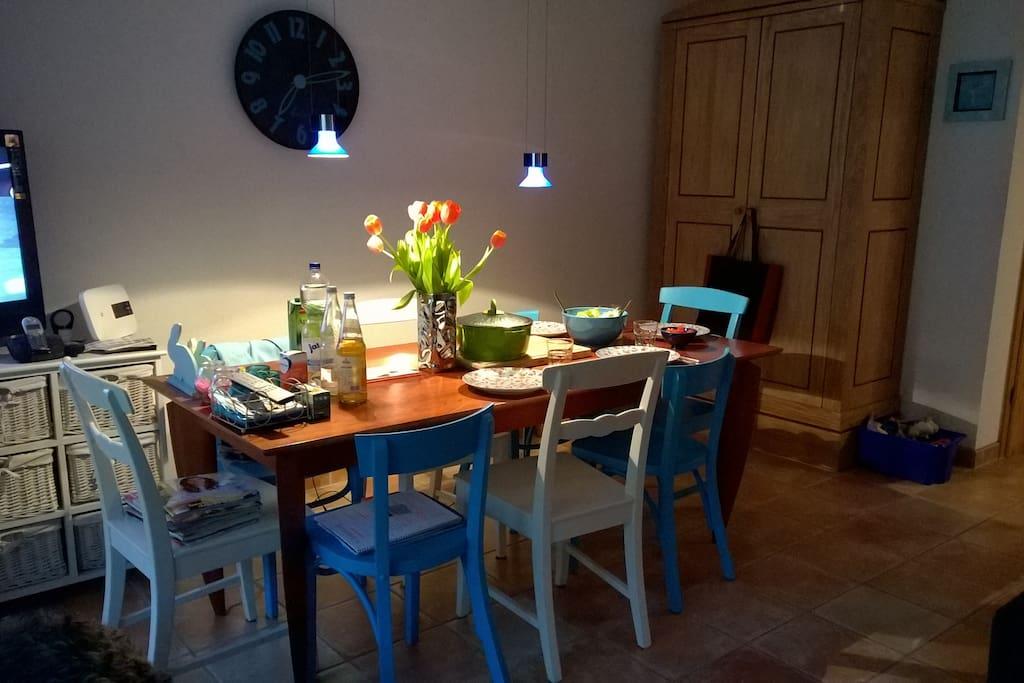 Esstisch für bis zu 8 Personen, Wohnzimmer