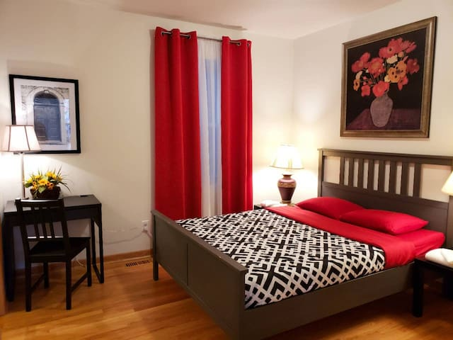 QUIET AND CLEAN 3 BEDROOM APARTMENT WITH PARKING