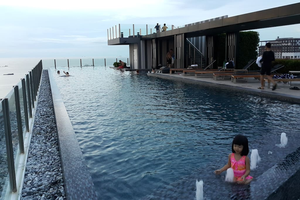 ROOF TOP INFINITY VIEW SWIMMING POOL