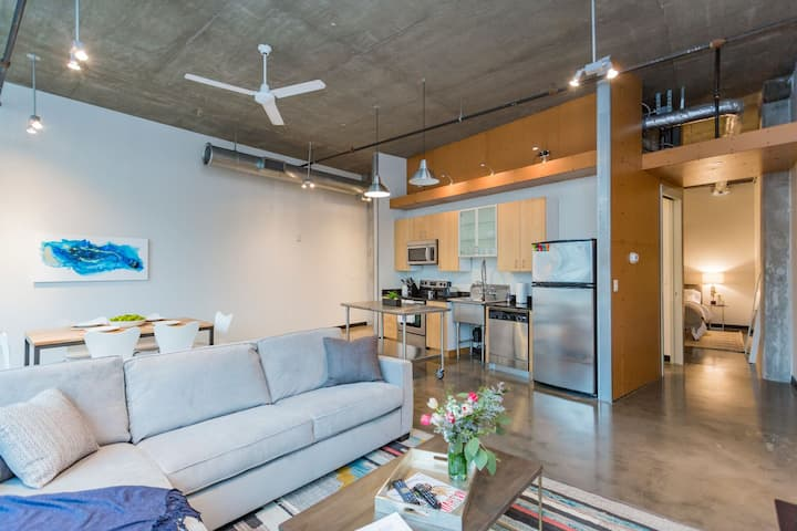 Awesome Loft! Heart of the GulchWalk🎸 Downtown!