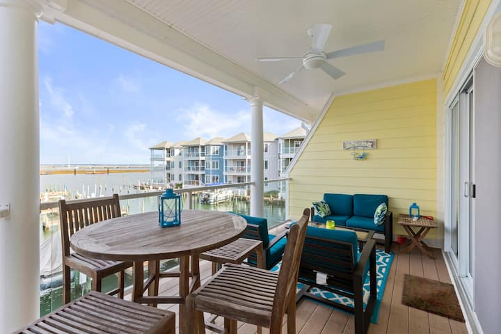 Sunset Bay Villa 209 is a stunning 3 Bedroom Waterfront Dream Condo that even allows your Family Dog!
