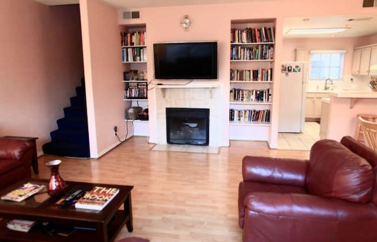 Great Location!! Luxurious 3BR, Downtown Pasadena! - Pasadena