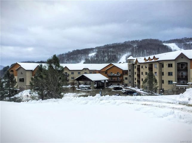 Tamarack Ski-In Ski-Out 5th Floor Unit