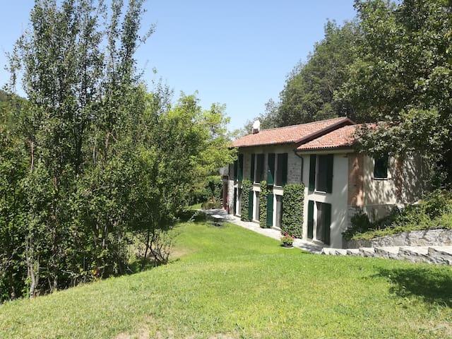 Villa Arturo. Villa di campagna  in Val Curone