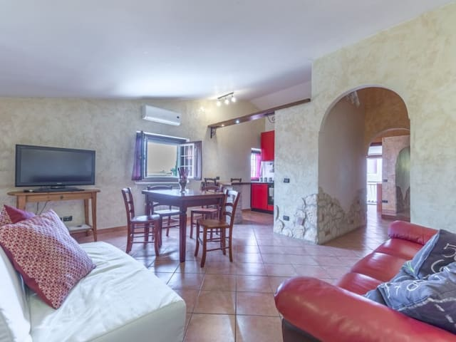 Cozy 4+2 @ 15 mins to Rome Center, WiFi AC private parking
