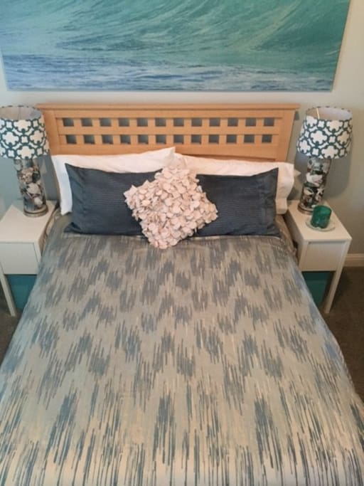 Aqua-Mint Hue's, Plush warm comforter, & Beach theme await you~