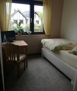 Privates Zimmer zwischen Köln und Düsseldorf