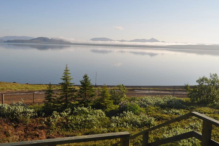 Beautiful location by the lake Thingvallavatn - Thingvellir - Bungalow