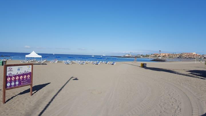 On the Las Vistas Beach. A pie de  Playa. WIFI