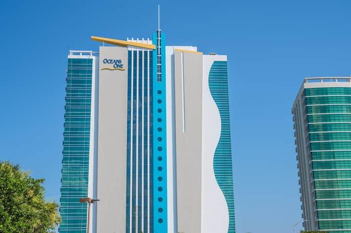 Clean modern oceanfront condo - Beach/Pool are open! 5th Floor Near Boardwalk