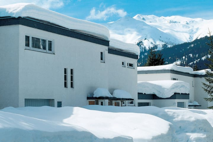 House Solaria Serviced Apartments for 7 persons in Davos