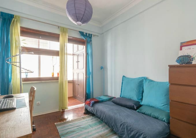 Sunny apartment near airport