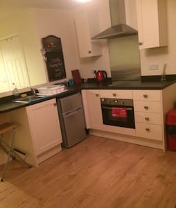 Apartment in Kettering town centre - Kettering - กระท่อม