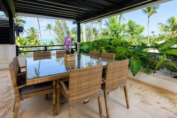 2-bd penthouse w/ ocean views&rooftop jacuzzi (M8)