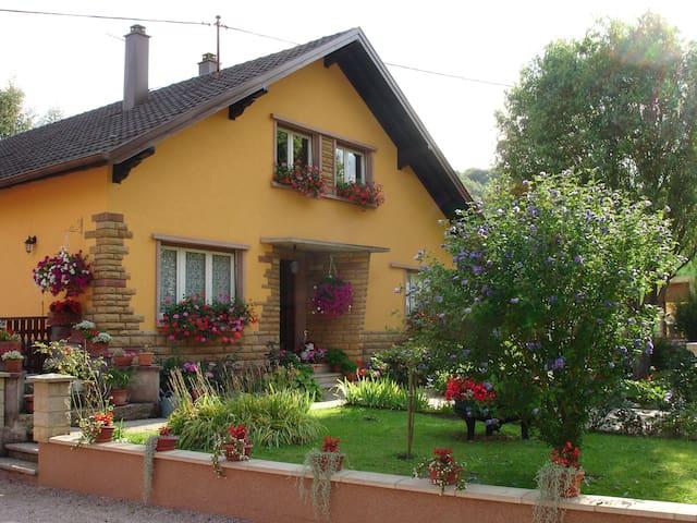 """Gîte""""Les collines"""" - Maisonsgoutte - Appartement"""