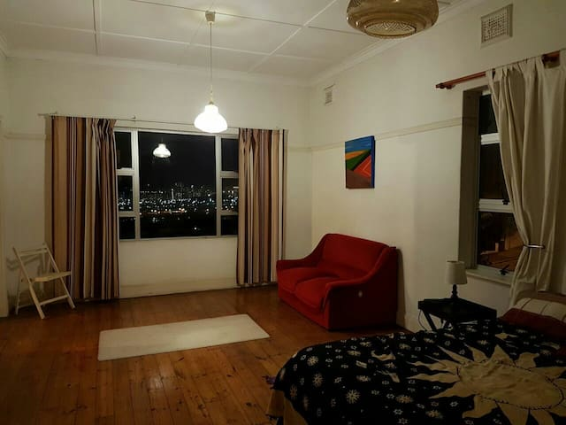 Large double room. Seaviews.