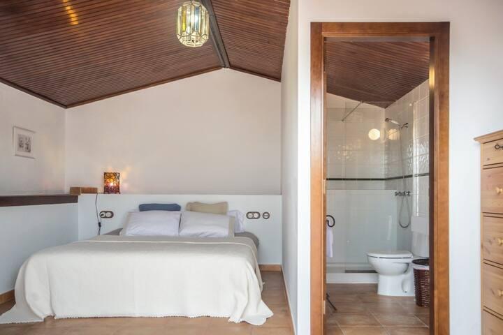"""Habitación doble """"Níspero"""" con terraza Baño privado"""