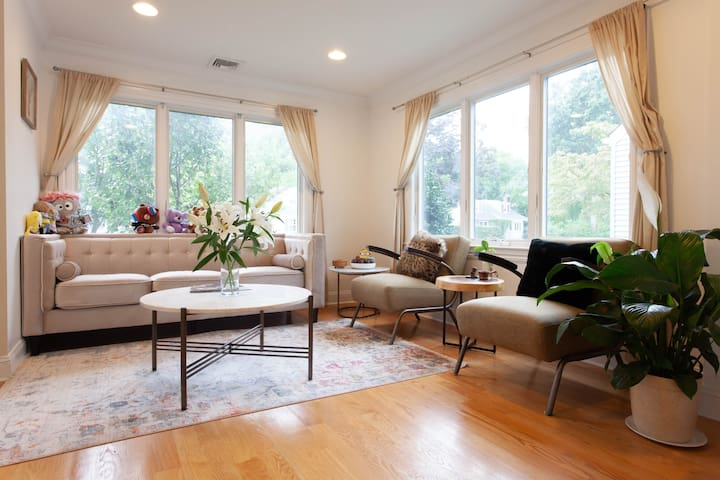 Private bedroom in  Glen Cove fit for 4 people