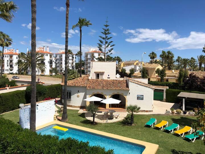 Villa Mi Sueño mit Pool in Nähe des Strandes