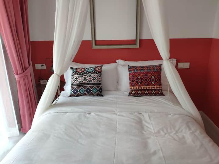 红色摩洛哥风一居大套房可做饭 万达广场/银泰城/花鼓灯嘉年华/龙子湖风景区