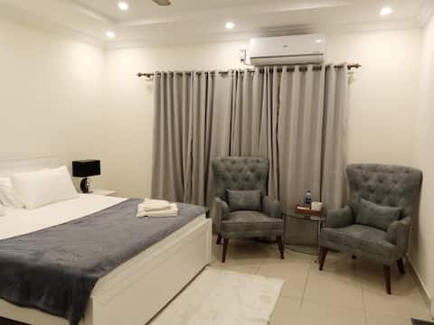 201 Cozy Contemporary Private room at Bahria Town