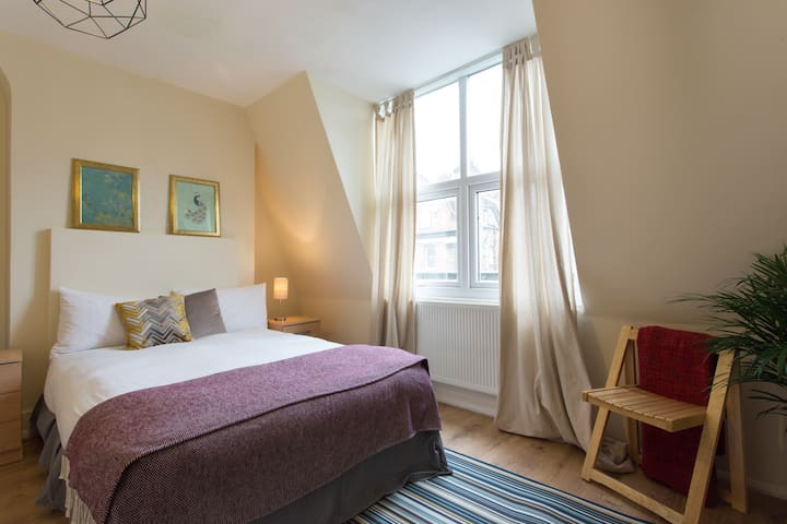 Comfy double room near King's Cross /Russell Sq