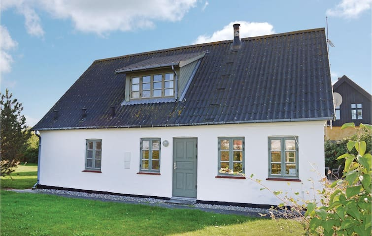 Holiday cottage with 4 bedrooms on 150m² in Dronningmølle
