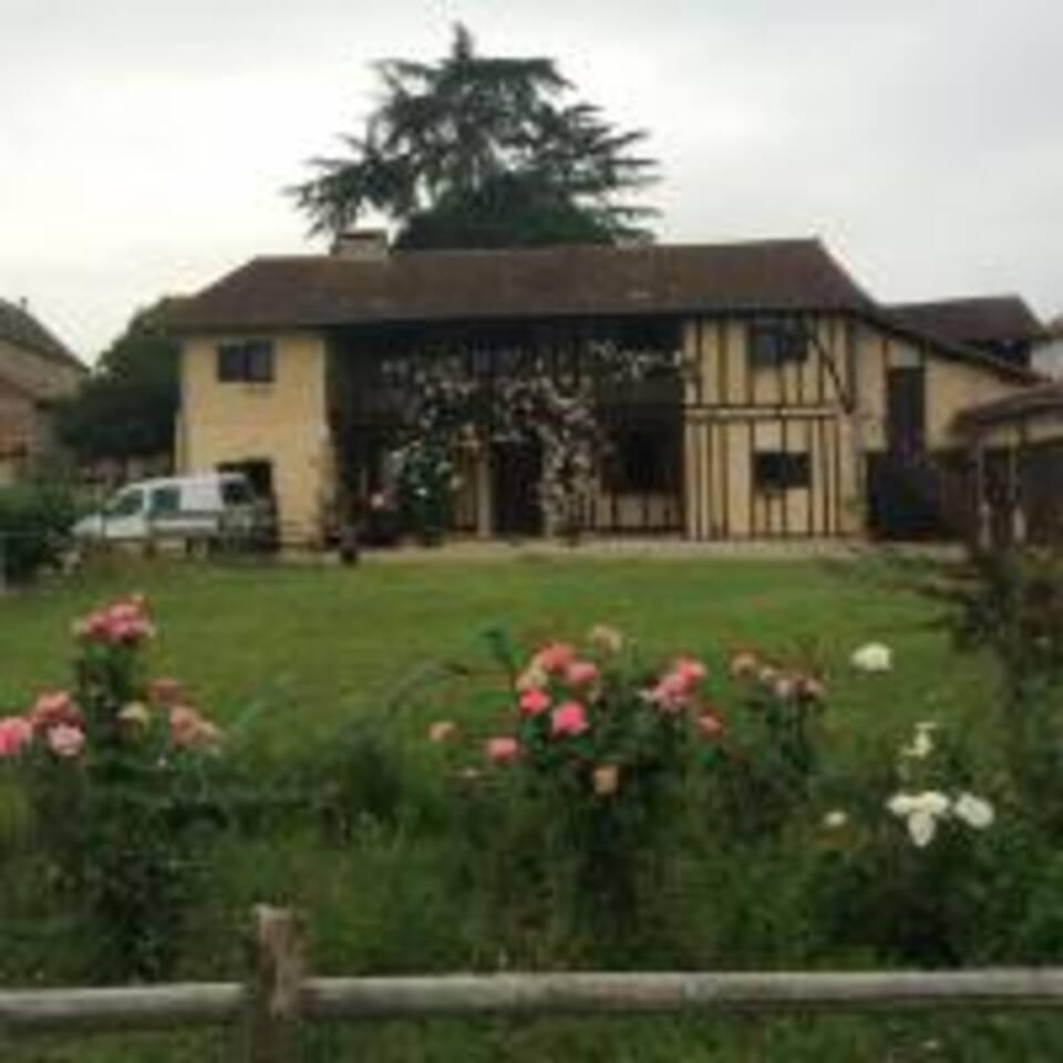 maison vue depuis le jardin