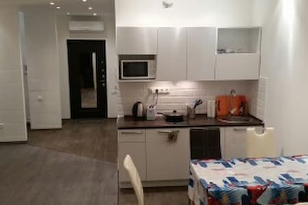 Bright 1BR studio for 6 persons with 2 W/C & A/C - Balashikha