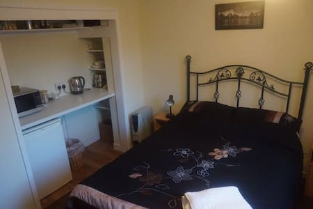 Double bedroom in Broadland village - Stalham - Bungalov