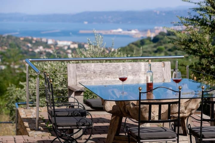 """Vila Del Mare - Vacation homes for Rent in Ankaran - Ancarano, Koper, Slovenia"""