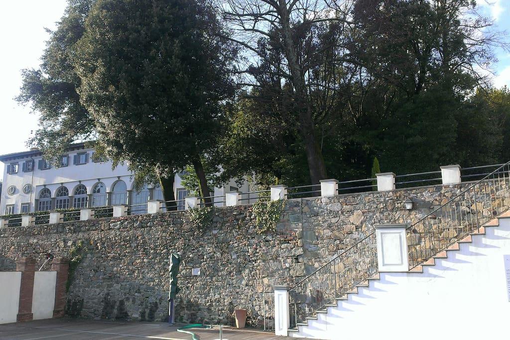 Villa Guinigi dalla piscina