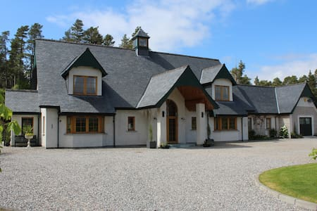 luxurious stay in a Highland Lodge type home - Kiltarlity