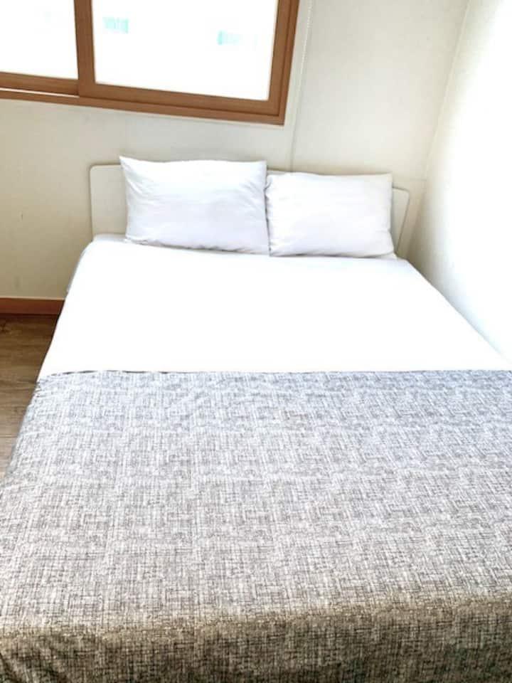 깨끗한 정돈된 편안한 성정동 숙소 comfort, clean place