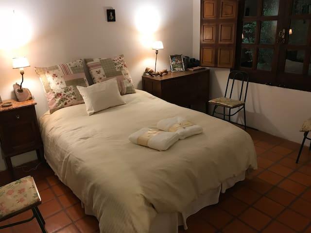 Dormitorio con gran placard