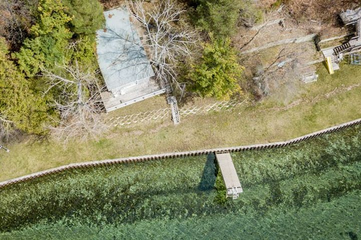 Boathouse on Lake Simcoe w/ access to sandy beach