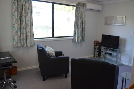 Self contained 1 Bed Bungalow in quiet cul-de-sac. - Wanneroo - Bungalow - 1